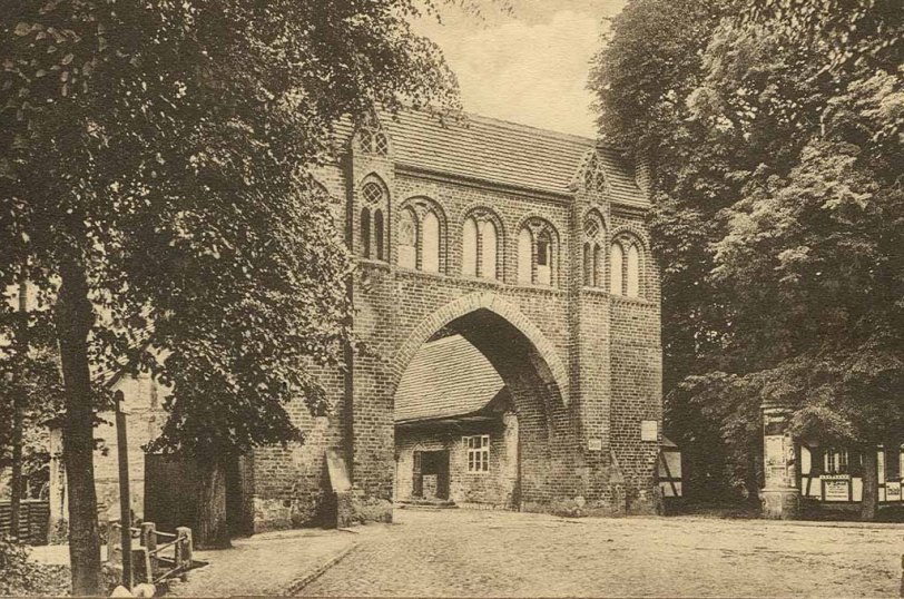 Alte Ansichtskarte Neubrandenburg Friedländer Tor um 1920