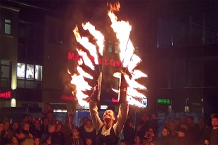 Rethra Feuershow beim Halloween-Shopping in Neubrandenburg