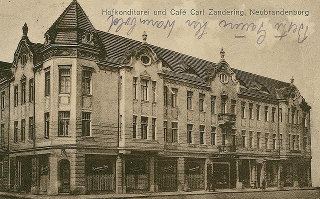 Alte Ansichtskarte Hofkonditorei und Café Carl Zandering in Neubrandenburg