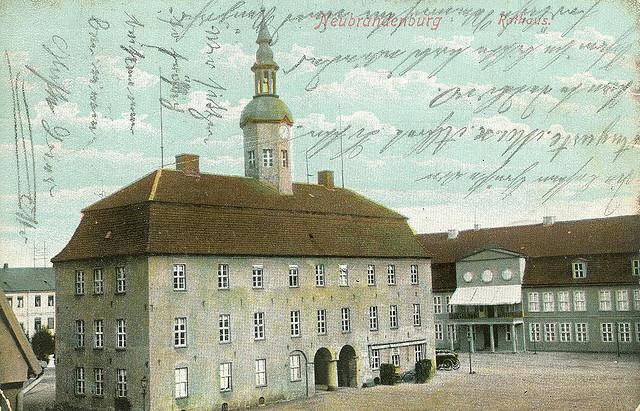 Alte Ansichtskarte Rathaus in Neubrandenburg