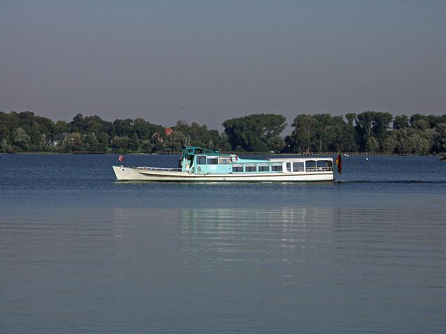Das Linienschiff auf dem Tollensesee in Neubrandenburg