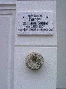 Gedenktafel Harry der Rote Soldat in Neubrandenburg