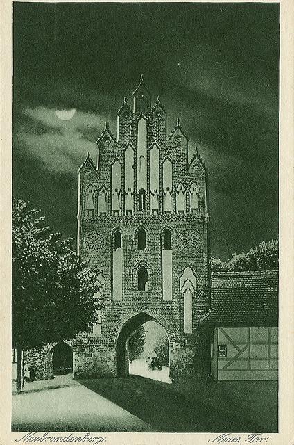 Alte Ansichtskarte Neues Tor in Neubrandenburg