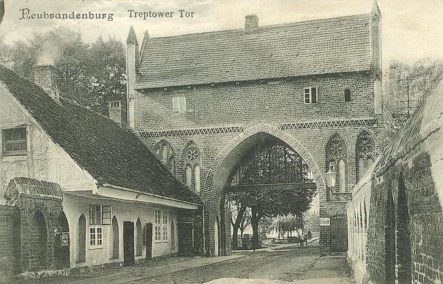 Alte Ansichtskarte Treptower Tor in Neubrandenburg