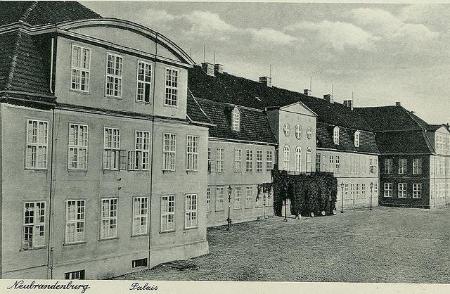Alte Ansichtskarte Palais in Neubrandenburg