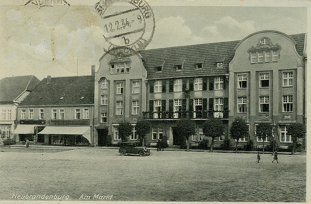 Alte Ansichtskarte Markt in Neubrandenburg