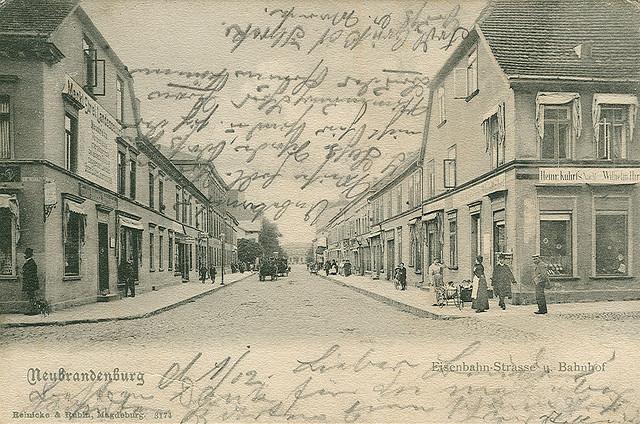 Alte Ansichtskarte Eisenbahn-Strasse in Neubrandenburg