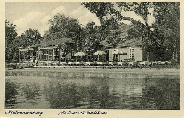 Alte Ansichtskarte Badehaus am Tollensesee in Neubrandenburg
