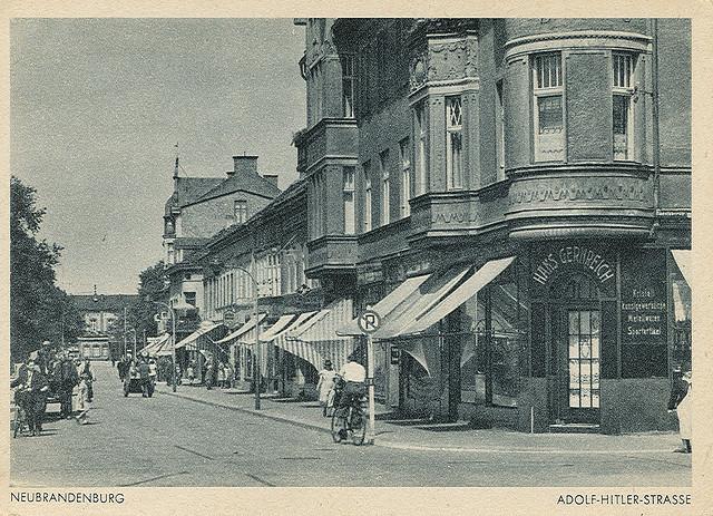 Alte Ansichtskarte A.H.-Strasse in Neubrandenburg