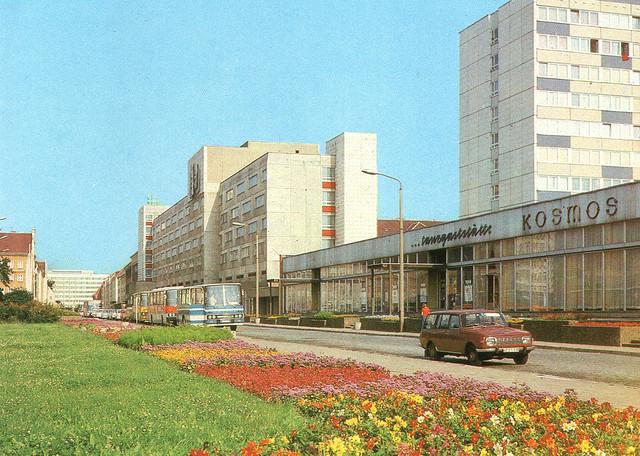 Alte Ansichtskarte Treptower Strasse und Hotel Vier Tore in Neubrandenburg