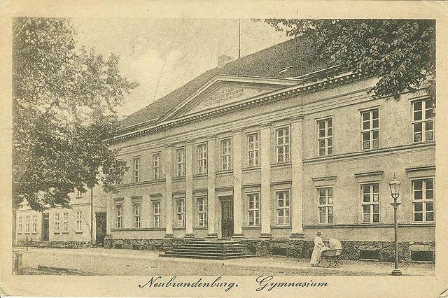 Alte Ansichtskarte Gymnasium in Neubrandenburg