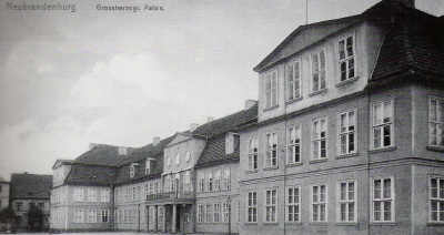 Alte Ansichtskarte Herzogliches Palais in Neubrandenburg