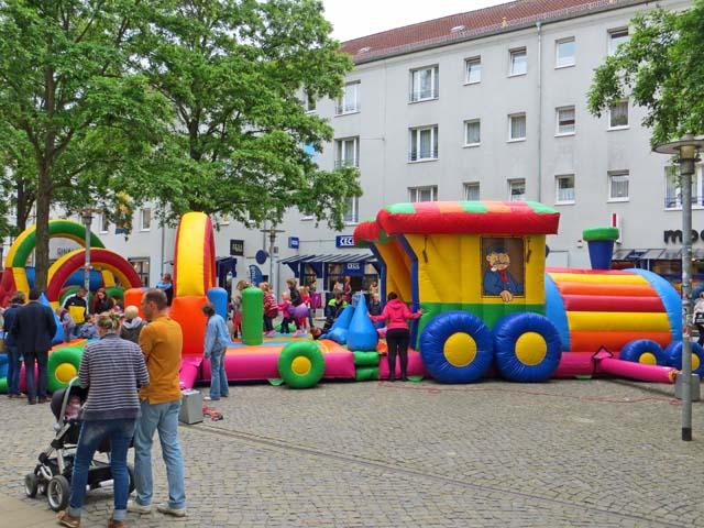Kinderfest auf dem Marktplatz und in der Turmstrasse in Neubrandenburg
