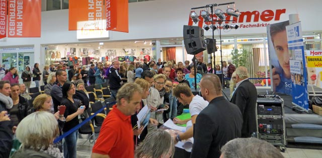 Jörn Schlönvoigt im Bethaniencenter in Neubrandenburg