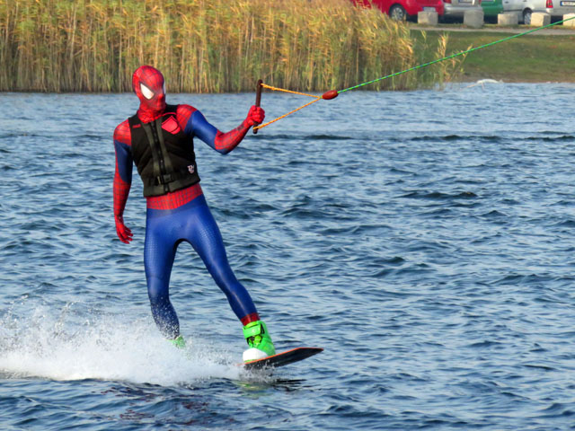 Wasserskianlage auf dem Reitbahnsee in Neubrandenburg - Saisonabschluss an Halloween